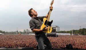 bruce y su guitarra
